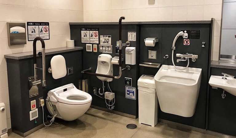 The complicated restroom in the Tokyo Airport