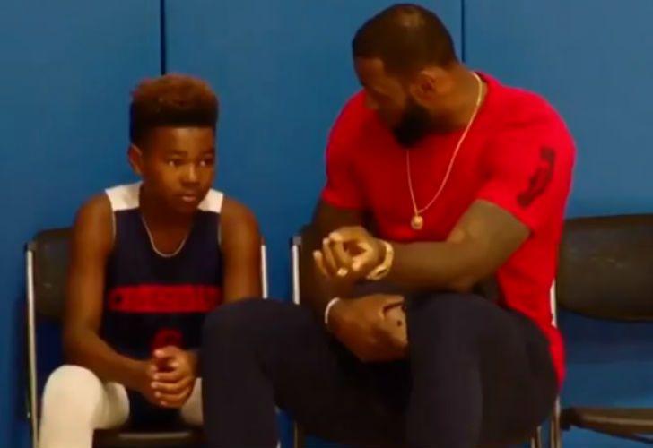 LeBron James dio una lección de juego con su hijo