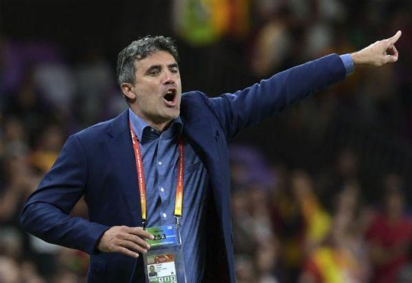 Imitó a Benedetto: polémica por el gesto del DT de Al Ain contra River
