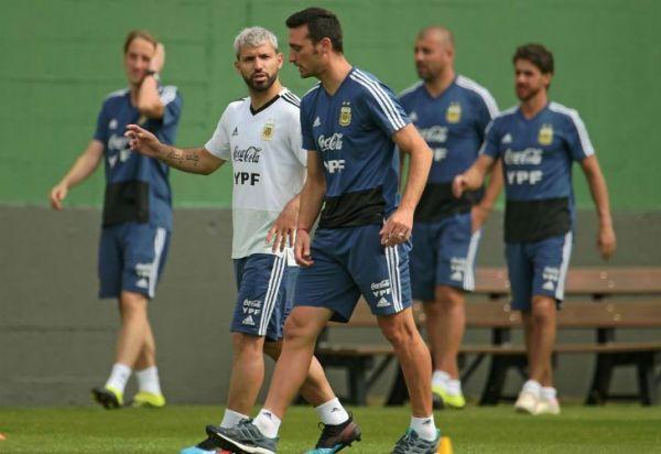 Scaloni aseguró que el Kun Agüero será titular contra Brasil