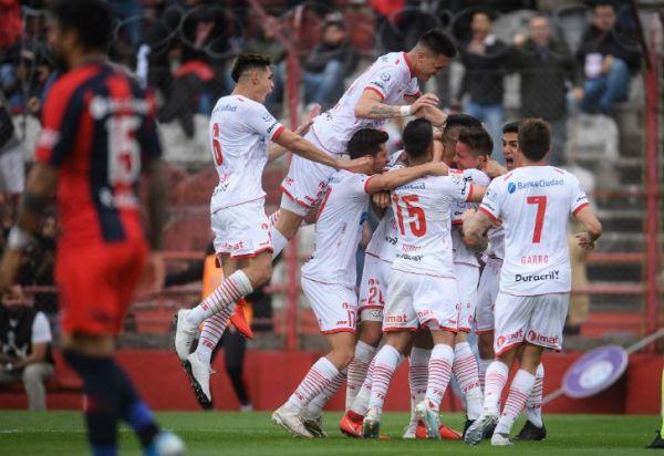 Huracán ganó el clásico y agravó el mal momento de San Lorenzo