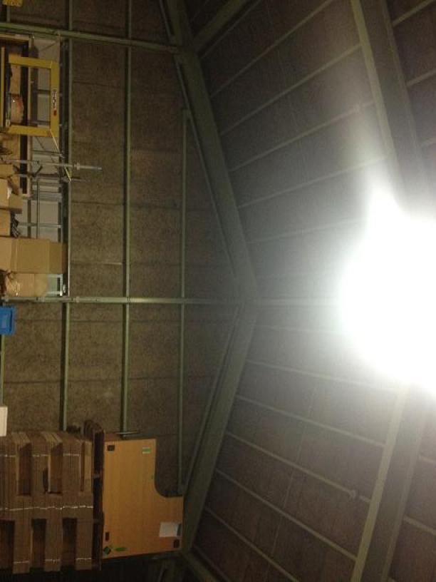 倉庫左壁際