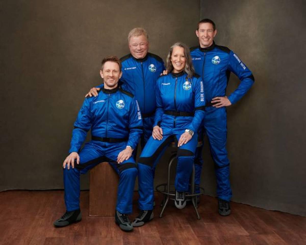 Shatner with his teammates Audrey Powers, Chris Boshuizen and Glen de Vries.  Credit: Blue Origin