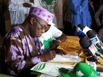 BREAKING: Obasanjo Registers With Coalition For Nigeria, Says APC, PDP Will Lose in 2019 [PHOTO]