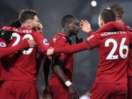 Liverpool players celebrate Sadio Mane's late goal