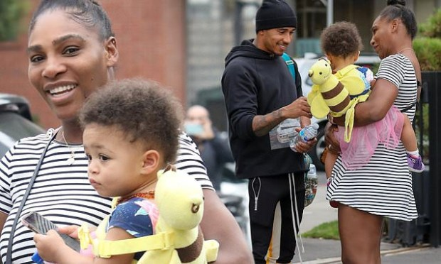 Serena Williams and daughter Alexis meet Lewis Hamilton while shopping at Beverly Hills jewelry store (Photos)