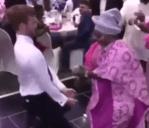 White Man Steals The Show As He Dances To The Beat of Yoruba Songs At A Yoruba Wedding