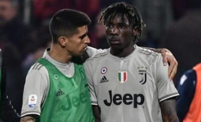 Juventus' Moise Kean (right)