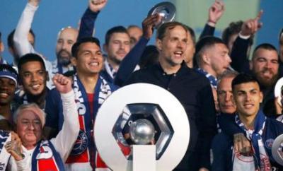 PSG celebrate winning the the Ligue 1 tiutle