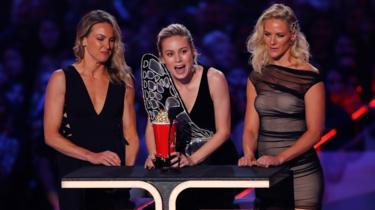 Brie Larson and stunt doubles Renae Moneymaker (l) and Joanna Bennett