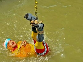Update: Indian stuntman who was lowered into the river while tied up is feared dead as first images of the stunt emerge ?(Photos)