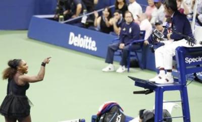 Serena Williams argues with umpire Carlos Ramos