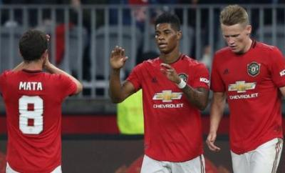 Marcus Rashford (centre) celebrates