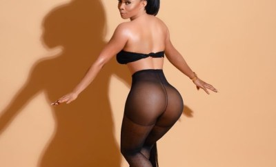 """Toke Makinwa exposes her naked bum and tells haters to """"kiss it"""""""
