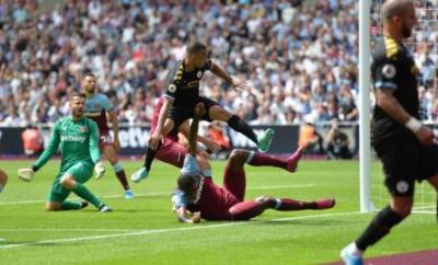 Gabriel Jesus scorES for Manchester City against West Ham