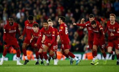 Liverpool players react