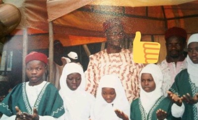 """Can you guess the star doing """"Walimoh"""" in this photo?"""
