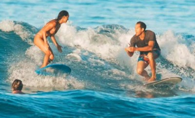 Man accidentally drops engagement ring in sea while proposing to his girlfriend on surfboard
