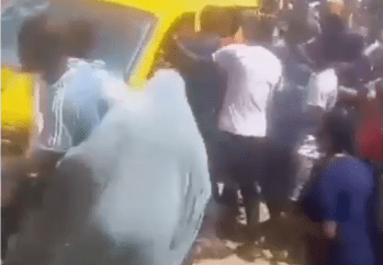 Hungry Nigerians attack bus conveying bread, truck carrying bags of rice (videos)