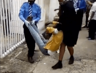 Bank customers take to their heels after a Nigerian man suffered difficulty in breathing and slumped while using an ATM in Lagos (video)