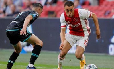Ajax's Sergino Dest (right)