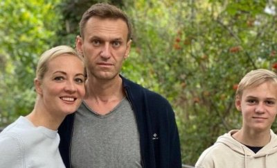 Alexei Navalny in Berlin with wife Yulia and son Zakhar, 2 Oct 20