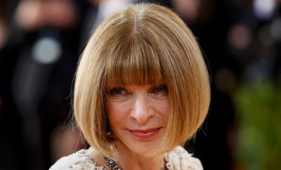 "Anna Wintour, editor-in-chief of American Vogue magazine, arrives at the Metropolitan Museum of Art Costume Institute Gala (Met Gala) to celebrate the opening of ""Manus x Machina: Fashion in an Age of Technology"" in the Manhattan borough of New York, May 2, 2016. REUTERS/Eduardo Munoz"