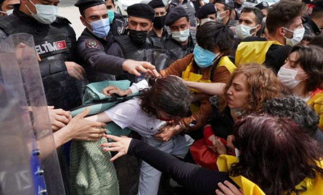Turkish riot police officers scuffle with demonstrators in Istanbul