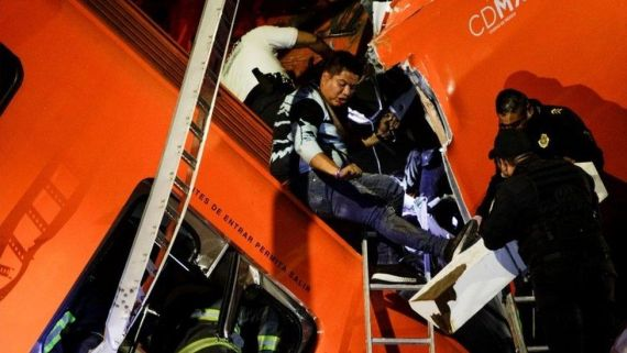 Rescuers search for survivors at a crash site in Mexico City, Mexico. Photo: 4 May 2021