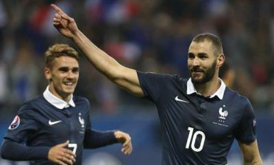 Karim Benzema celebrates scoring for France in 2015