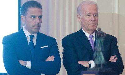 Hunter and Joe Biden at an event in 2016