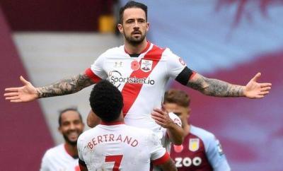 Danny Ings celebrating scoring a goal