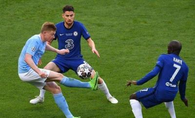 Chelsea's Jorginho and N'Golo Kante and Manchester City's Kevin de Bruyne