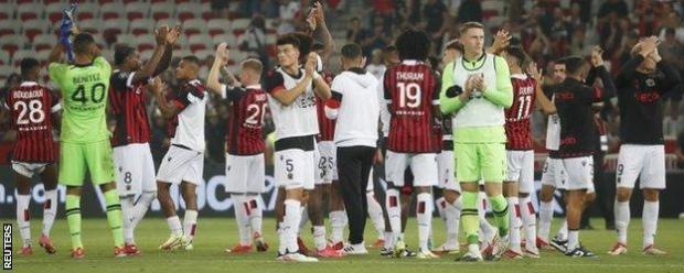 Nice players applaud crowd