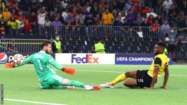 Jordan Siebatcheu scores the winner for Young Boys against Manchester United