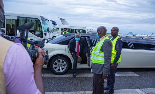 Nigerians react to founder of Deeper Life Bible Church, Pastor Kumuyi arriving a crusade in a limousine car (photos)