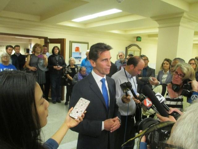 Leno meets the press at City Hall