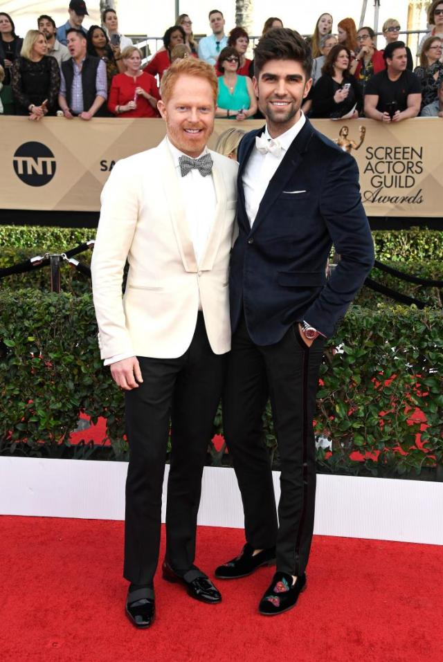 jesse-tyler-ferguson-justin-mikita-sag-awards-red-carpet-4chion-lifestyle