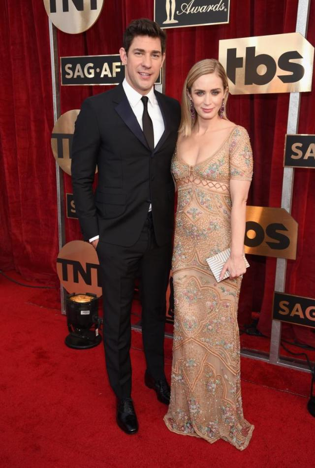 john-krasinski-and-emily-blunt-sag-awards-red-carpet-4chion-lifestyle
