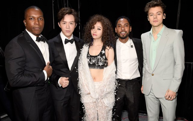 fashion-show-runway-2017-muscial-guests-harry-styles-7-victorias-secret 4chion lifestyle