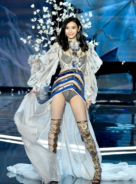 fashion-show-runway-2017-a-winters-tale-ming-look-8-victorias-secret 4chion lifestyle