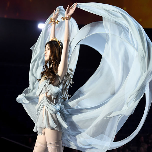 fashion-show-runway-2017-goddesses-sui-look-4-detail-victorias-secret 4chion lifestyle