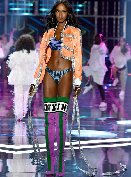 fashion-show-runway-2017-millenial-nation-one-look-4-victorias-secret 4chion lifestyle