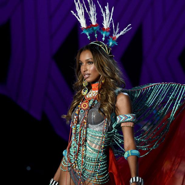fashion-show-runway-2017-nomadic-adventure-jasmine-look-2-detail-victorias-secret 4chion lifestyle