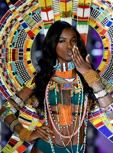 fashion-show-runway-2017-nomadic-adventure-leomie-look-6-detail-victorias-secret 4chion lifestyle