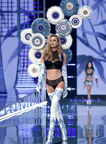 fashion-show-runway-2017-porcelain-angel-stella-look-9-victorias-secret 4chion lifestyle