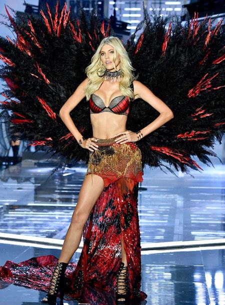 fashion-show-runway-2017-punk-angel-devon-look-16-victorias-secret 4chion lifestyle
