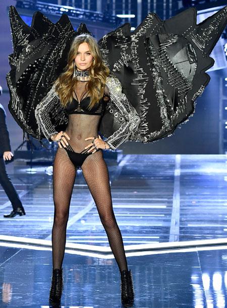 fashion-show-runway-2017-punk-angel-josephine-look-2-victorias-secret 4chion lifestyle