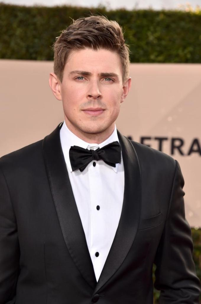 Chris Lowell red carpet SAG Awards 4Chion Lifestyle
