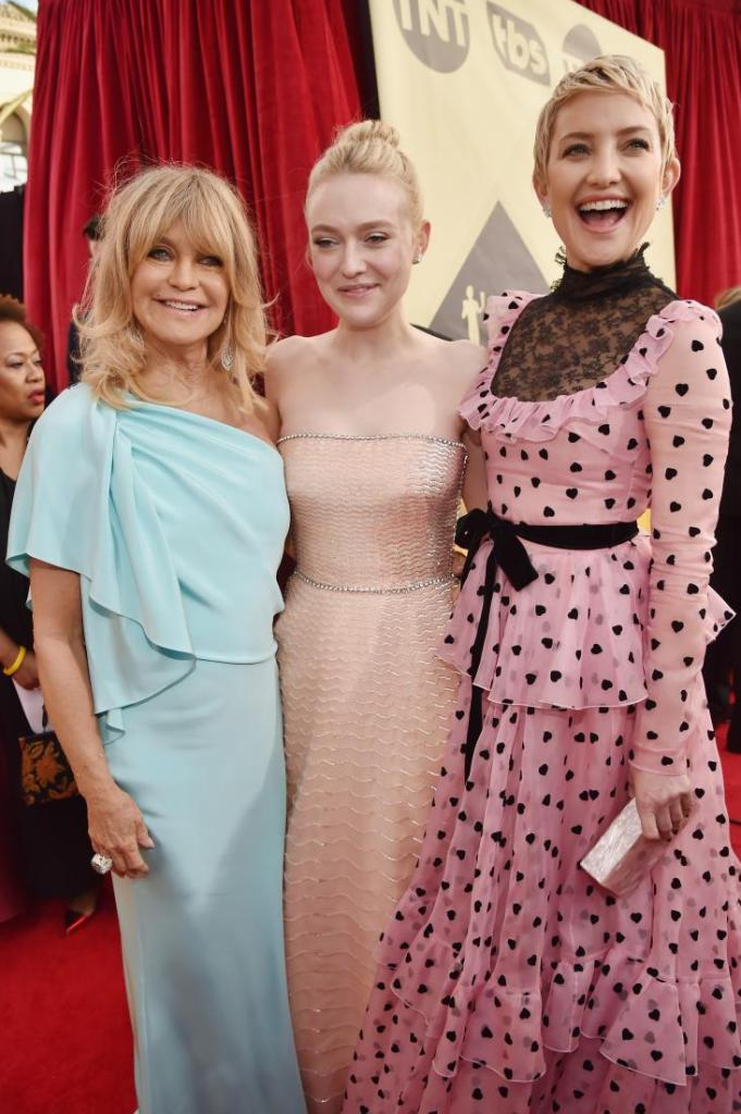 Goldie Hawn, Dakota Fanning and Kate Hudson red carpet SAG Awards 4Chion Lifestyle